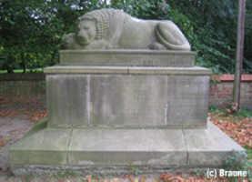 Kriegerdenkmal auf dem Gelände der Ev. Felicianus-Kirche am Kirchweg, nahe dem Ortseingang von Weyhe